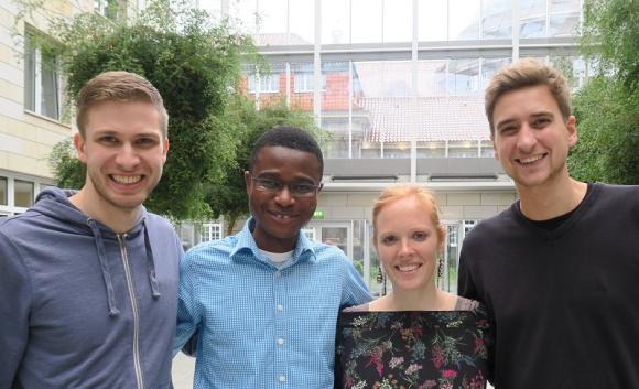 4 von 5 Vorstandsmitgliedern: Andreas, Esebio, Janna & Malte. Carla wurde in Abwesenheit wiedergewählt.