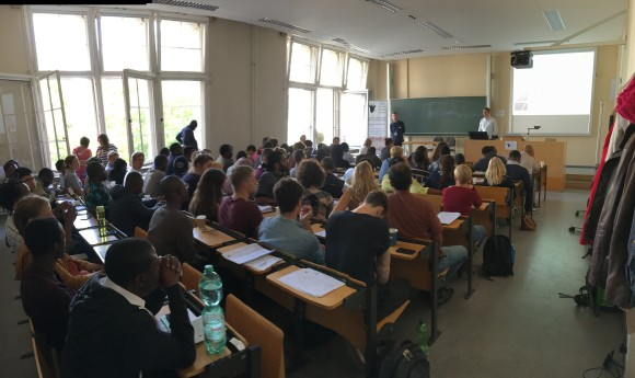 Voller Hörsaal: In den Räumen der Pharmazeutischen Fakultät der Martin-Luther-Universität Halle-Wittenberg fand der Großteil der Konferenzveranstaltungen statt.