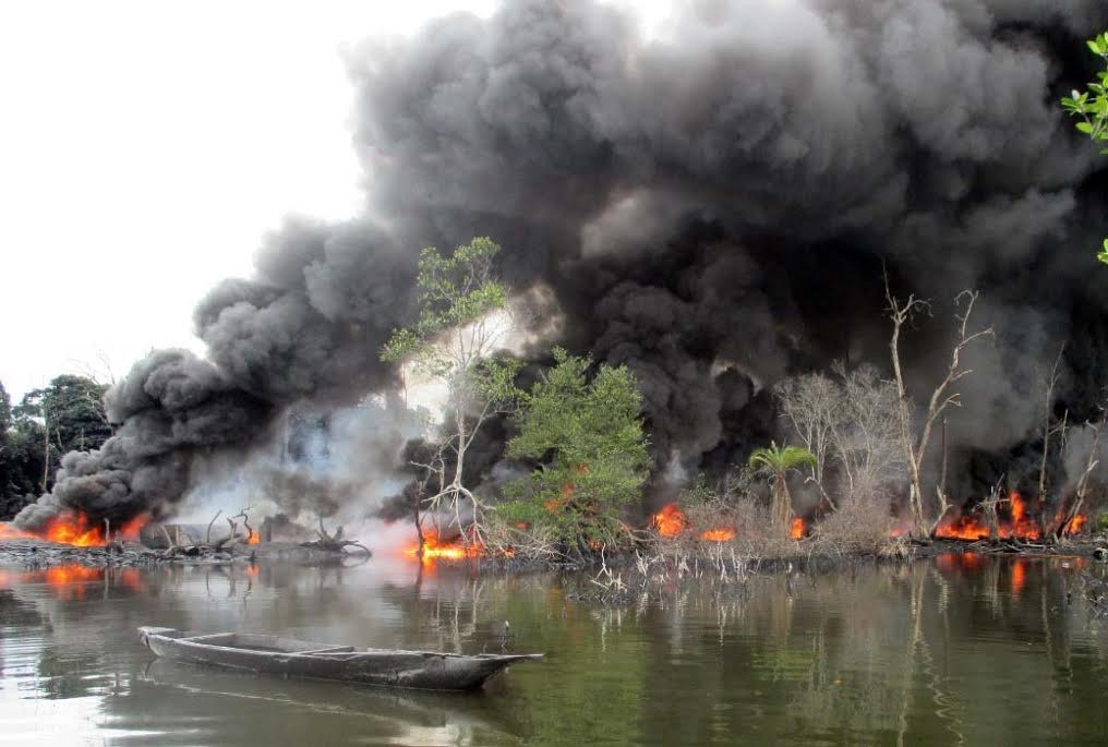 Photo: Military conflict and environmental havoc in the Niger Delta; photo credit: Ships & Ports Ltd., 2017, www.shipsandports.com.ng.